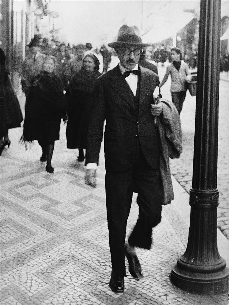 O pai de Fernando Pessoa morreu quando o futuro poeta fingidor tinha 5 anos