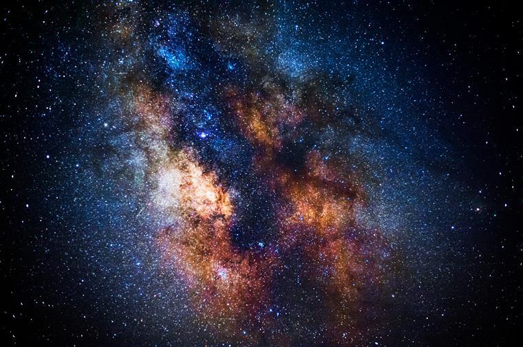 Cientistas acreditam que sinais vindos do espaço provavelmente são de extraterrestres