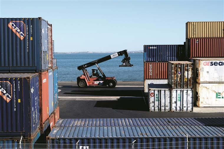 Comércio internacional a diminuir