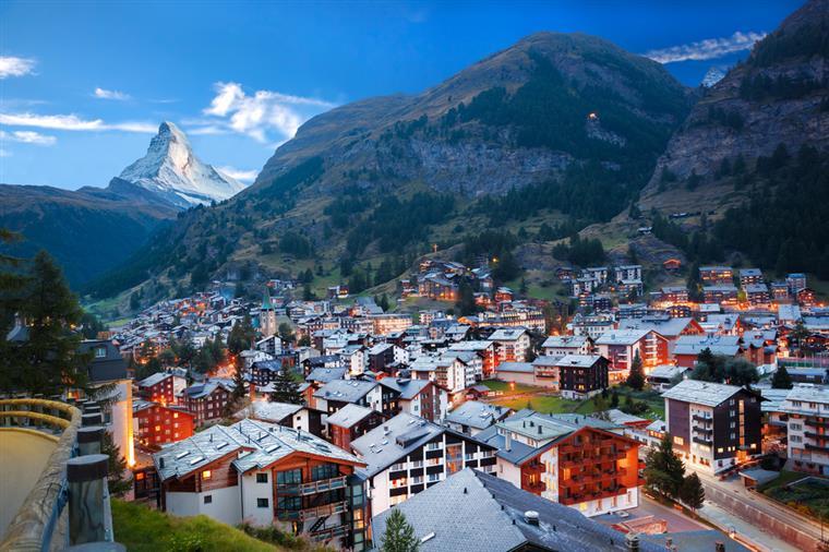 Rendimento de 2250 euros para todos os cidadãos? Suíça vai votar a proposta