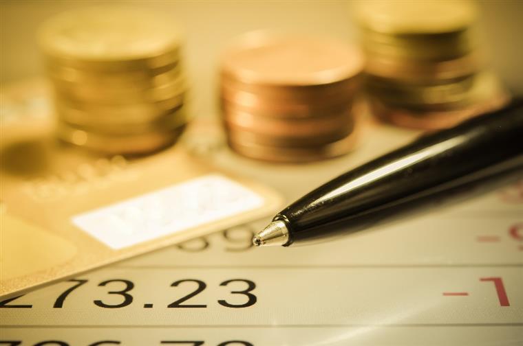 Certificados de aforro captam menos dinheiro