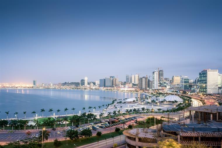 Mais de 100 mil portugueses continuam em Angola