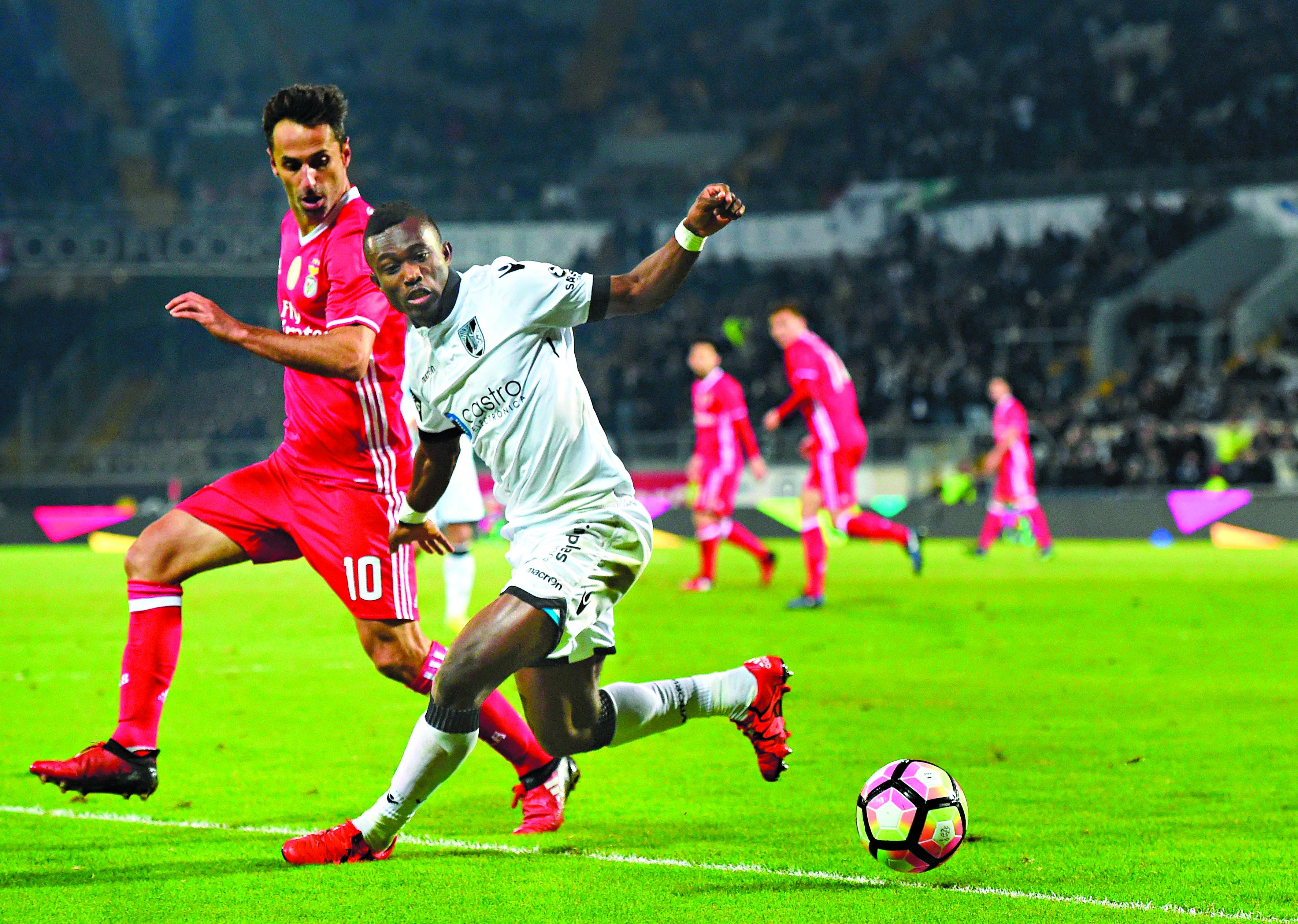 Benfica se recupera e arranca empate com o Boavista no Português