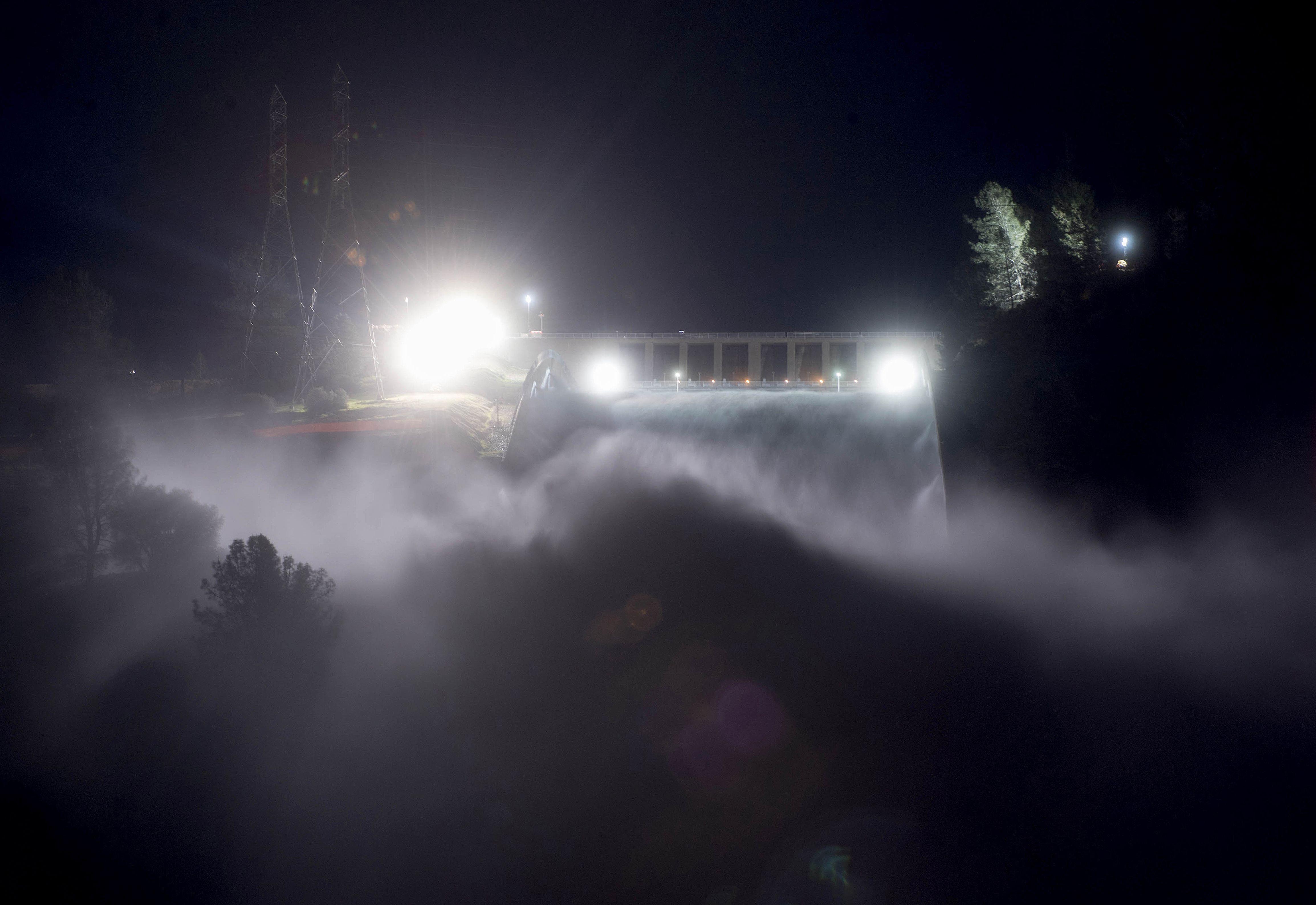 Barragem em risco obriga à retirada de 180 mil pessoas na Califórnia
