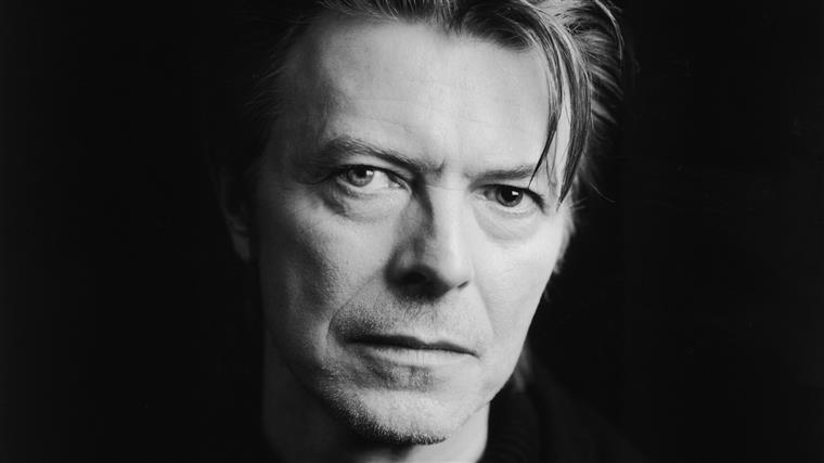 Bowie domina os Brit Awards em cerimónia emotiva