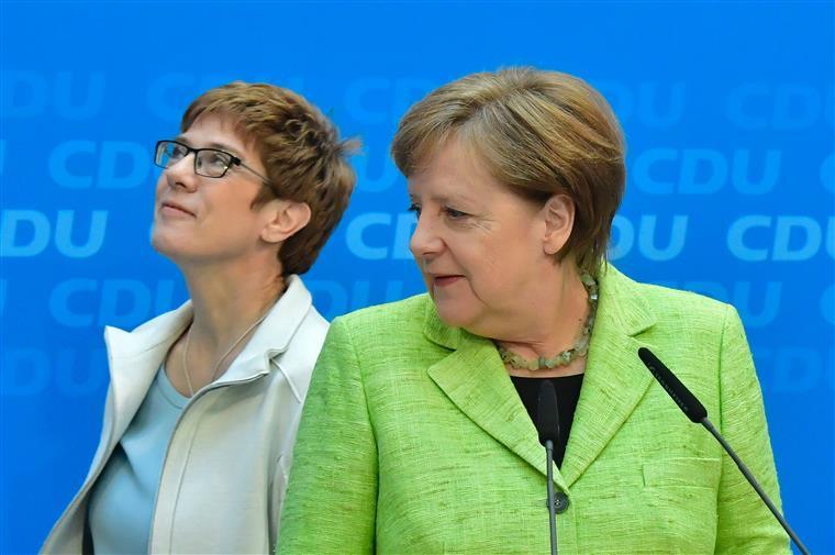 Annegret Kramp-Karrembauer ofereceu a Angela Merkel um resultado importante