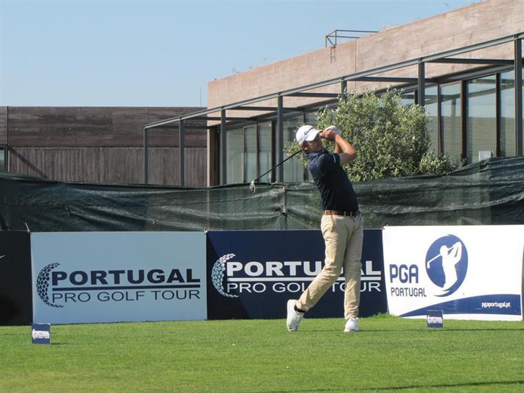 """Golfe. Pedro """"Figgy"""" travado por... nevão"""