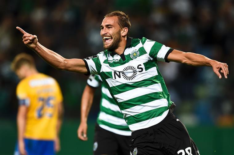 Sporting atropela Boavista e segue na cola dos líderes do Português
